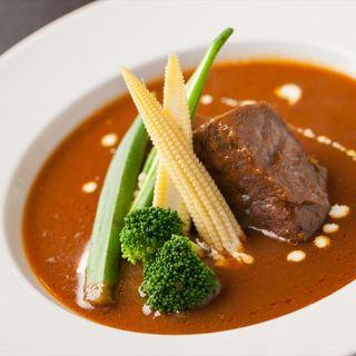 素材選びからこだわり、素材を活かしたシンプルで丁寧な料理。