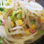 ちゃんぽん 玉ねぎ - 生玉ねぎスライスの下は炒め野菜。