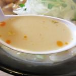 ちゃんぽん 玉ねぎ - ミルキーでほんのり甘いコク旨スープ!ラー油もちょっぴり入ってます。
