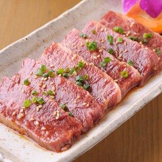 ご提供するお肉は、仕入れの段階で厳しく選定しています