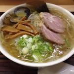 らーめん工房 魚一 - 魚醤ラーメン 太麺