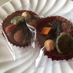 ボンショコラリウ - 料理写真:フルブルームナッツ 1個 ¥270