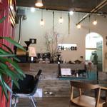 カフェ ミティーク - カウンターの下の方に注目してみて