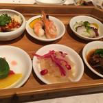 四川豆花飯荘 - 六種前菜盛り合わせ