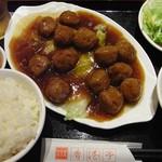 香港亭 - 料理写真:日替わりの鶏肉団子の醤油煮込みセット。(2016)
