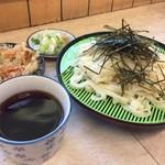 いなや - ざるきし&天ぷら☆。.:*・゜ めんつゆは割にマイルドなお味です