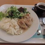 vivo daily stand - ランチの煮込みプレート(大盛り)とサービスのコーヒー
