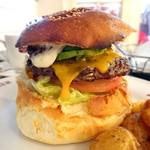 エーエス クラシックス ダイナー - ランチハンバーガー・チーズ&アボカドトッピング