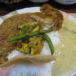 59418973 - (2016.03)ウラド豆とムング豆のカレー&タンドリーチキン+ゴルゴンゾーラのカレーのアップ