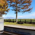 牛乳専科もうもう - 冷たい牛乳(小)と山岳風景