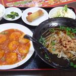 台湾料理 鴻翔 - 680円のランチセット エビチリと台湾ラーメン