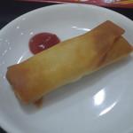 台湾料理 鴻翔 - カラッと揚った春巻き