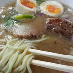 59423560 - 白中華の麺は細麺(麺は全て自家製麺に)