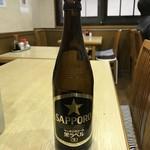 やきとりホルモン とりとん - ビンビール(サッポロ黒)