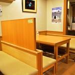 寿し処もり - 店内(テーブル席)