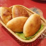スカズカ - ピロシキ(350円・外税)×4 肉ピロシキと野菜ピロシキ2個ずつ