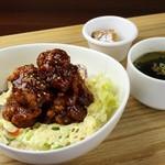 カフェ ハルハル - ヤンニョンチキン丼