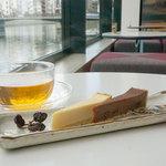 オ・ボルドー・フクオカ - 幻のチーズタルト&ラムレーズンチョコレートタルト♪