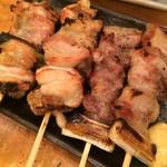 59434765 - 焼き鳥の盛り合わせ 塩。あっさりと焼き上げた焼き鳥は、肉質も良好です。