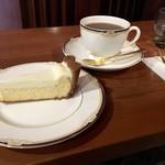 自家焙煎珈琲こもろ - あさまブレンド(450円)+自家製レアチーズケーキ(400円)