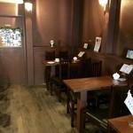 自家焙煎珈琲こもろ - 内観(ご覧の通り小さなコーヒー専門店)