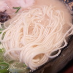博多ラーメン清水屋 - 麺(ハリガネ)