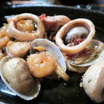 300 B ONE - アサリやエビのオリーブオイル煮(やっつけ仕事)