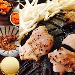 札幌成吉思汗 しろくま - かなりクセある豚ホルモン、シメにはトウキビアイス