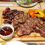 カリフォルニアラウンジ ステーキ&ワイン - 熟成グリル盛り合わせ 彩り野菜添え