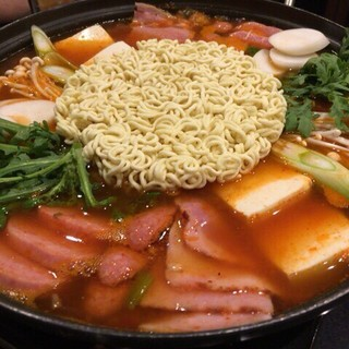 本場韓国の味!厳選食材や特製スパイスが効いたメニューの数々♪