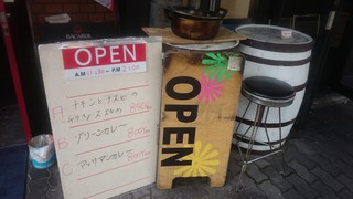 Neo Thai - なんとなくアジアの雰囲気漂う店先