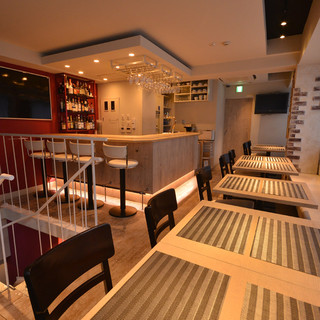 フロア貸切可能な2階テーブル席