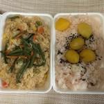 まんえい堂 - 料理写真:山菜おこわと栗おこわ(500円)