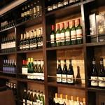 ビストロ バロンス - ワイン棚