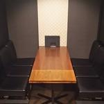 Wafu Dining Bar 欒 ‐Lan‐ - 「3」(3)&(4)の半個室席は、テーブルを拡張することで6名席としても対応できます。(通路側の仕切り板は取り外します)