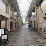 甘味茶屋 ぶどうの木 - 高松ライオン通商店街。お店は高松三越から、南へ徒歩1分