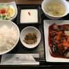 張 - 料理写真:ランチメニュー 黒酢酢豚定食=880円
