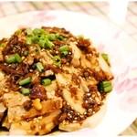 59448279 - 蒜泥白肉(4000円コース料理)豚肉とキュウリにピリ辛ダレを絡めてぱくりんちょ♪