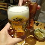 天然地魚と炭火串焼き ろばた 一粋 - 生ビール(518円)と烏龍茶(302円)