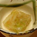 天然地魚と炭火串焼き ろばた 一粋 - お通し(324円)