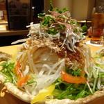 天然地魚と炭火串焼き ろばた 一粋 - シラスと大根サラダ(小)(518円)