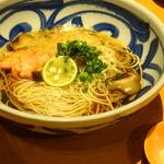 天然地魚と炭火串焼き ろばた 一粋 - にゅう麺(842円)(手前は香りづけの海老塩)
