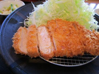 富山豚食堂 かつたま - 厚切りロースかつ定食(中/150g)さらにアップ