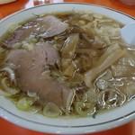 伸龍 - ワンタンメン (食欲をそそるルックス)