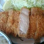 とんかつ ちとせ - 厚切りロースかつ定食(税込み1,000)