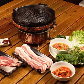 アイスランド産ラム肉を使用したラムギョプサルで野菜もたっぷり