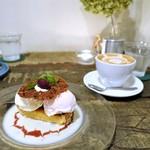 コトカフェ - 季節のアイスタルト、カフェラテ