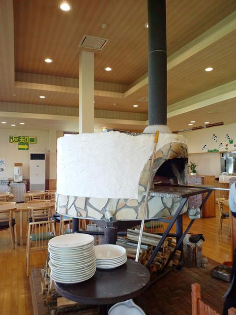 長門牧場レストラン コリーヌ - レストランコリーヌ。ピザの石釜があります