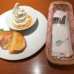 カフェ 風車 - フレンチトーストとソフトクリームのモーニングセット。 緑の色彩がありませんが、良しと^_^