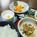 甚五郎寿し - 焼き魚定食(小鉢他)